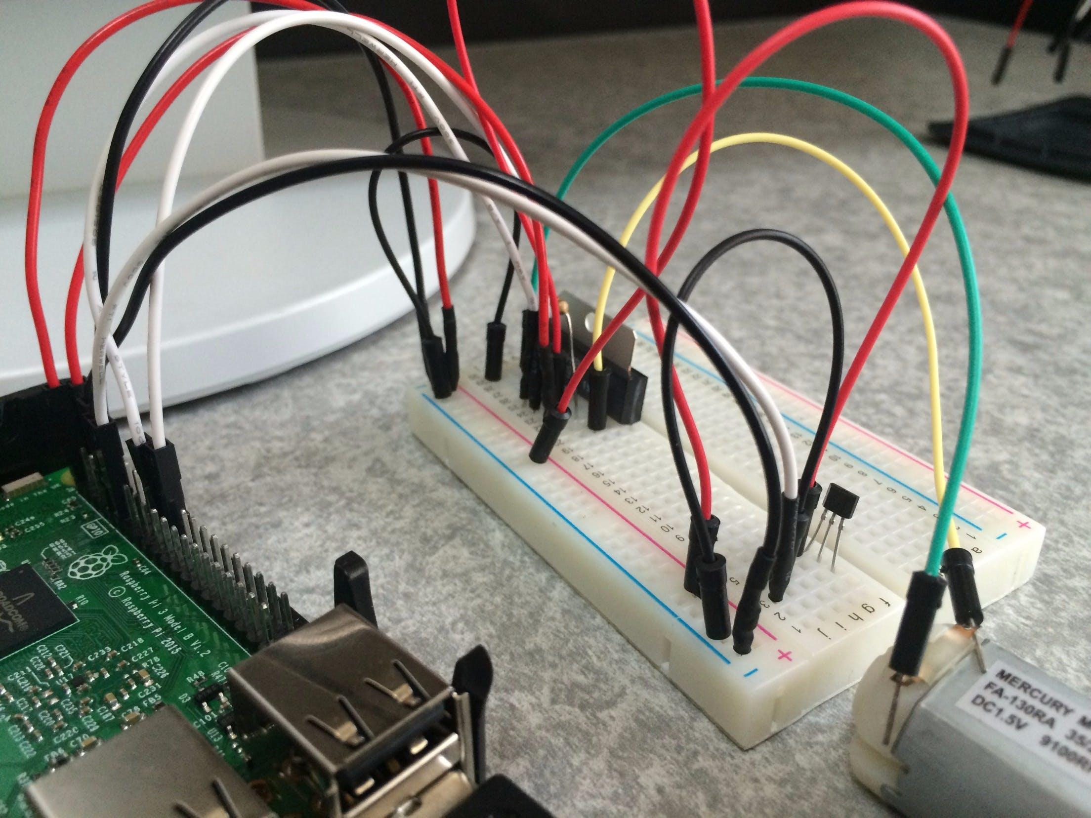 ついに…Raspberry Pi 3でpythonを使いラジコンを作る!(磁石を近づけるとモータが動く編)回路.jpg