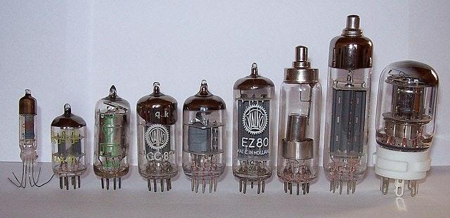 640px-Elektronenroehren-auswahl.jpg