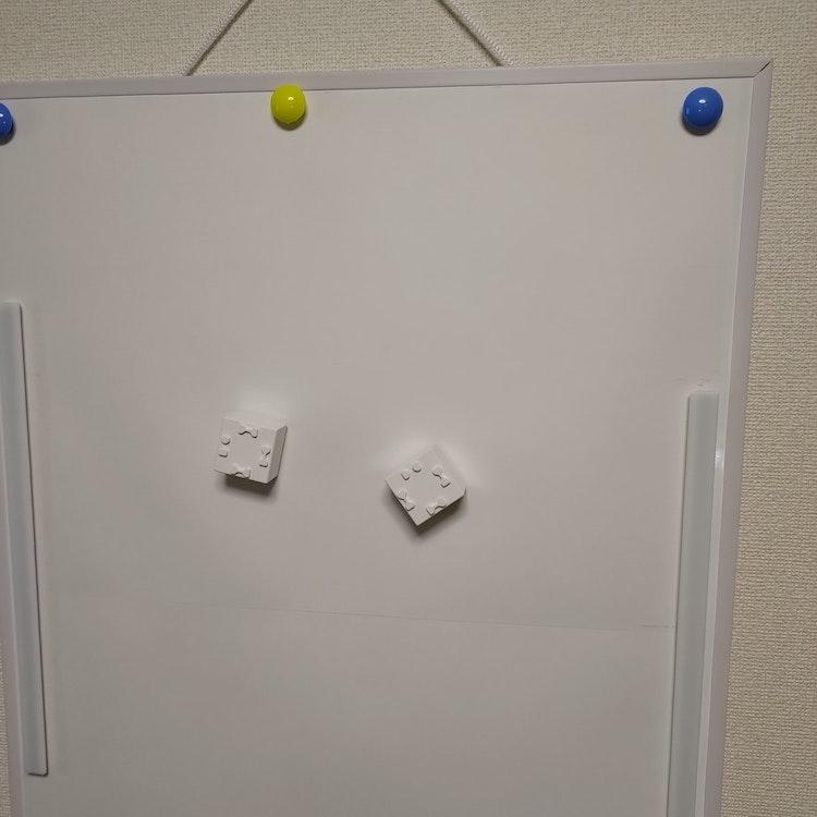 A2サイズホワイトボードに開発者マットをマグネットで固定
